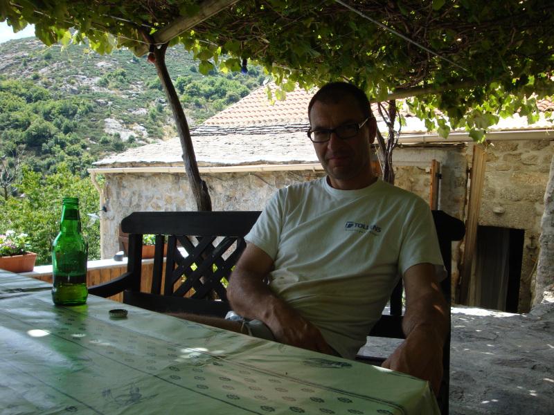 Herman op zijn terras