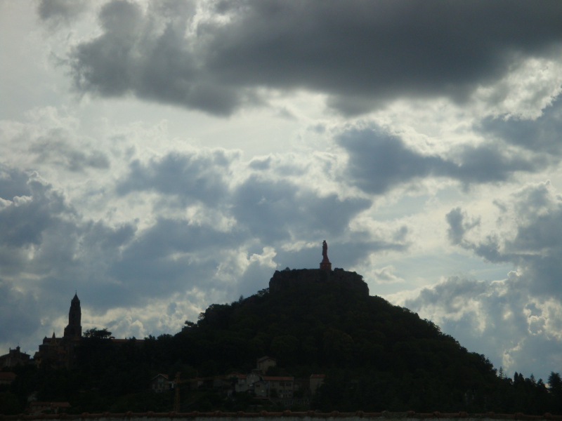 Cathédrale Notre Dame Le Puy-en-Velay, vanuit de bus