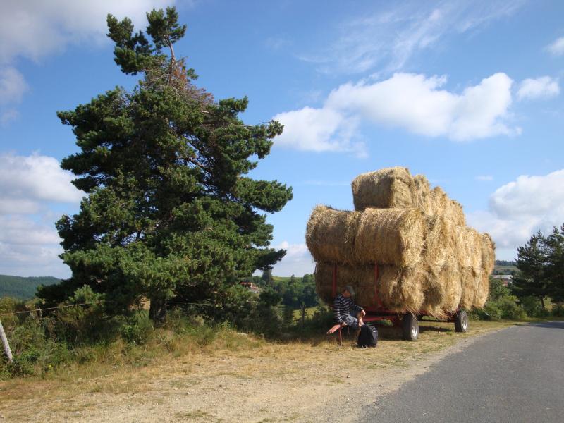 Herman pauzeert na het klimmen uit het dal van Cheylard-l\'Évêque