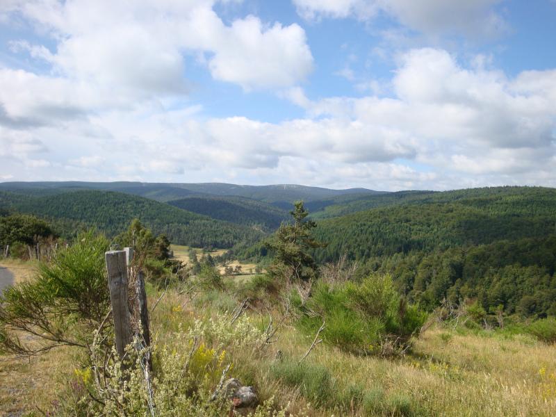 uitzicht over het dal boven Cheylard-l\'Évêque