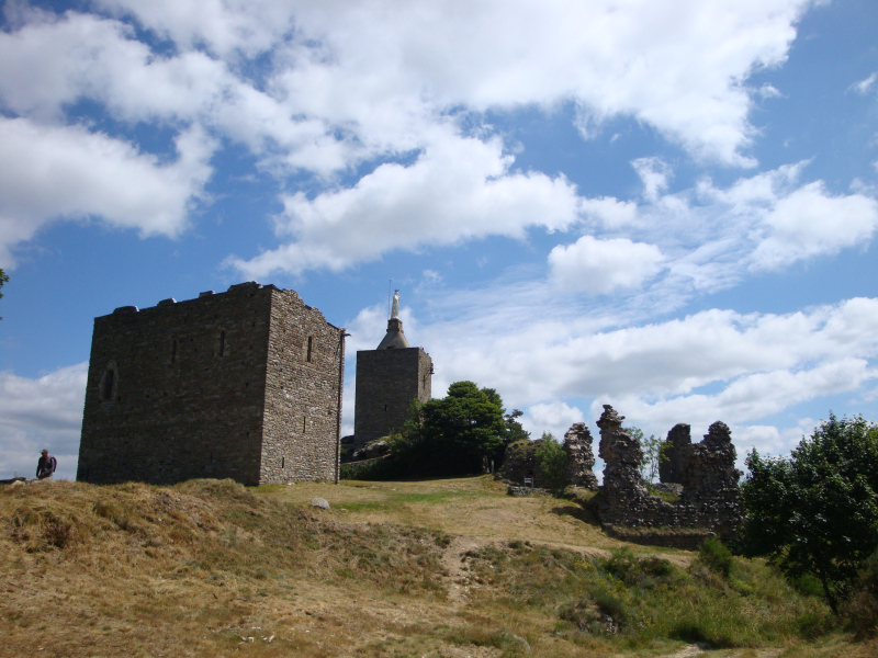 Château de Luc, built in the 12th century on a previous Celtic site, a strategic point between the two provinces of Gévaudan and Vivarais, guarded a link to the south of France of the Auvergne frequently used by pilgrims of Saint Gilles, also known as the Regordane Way, on which it was a toll-gate.