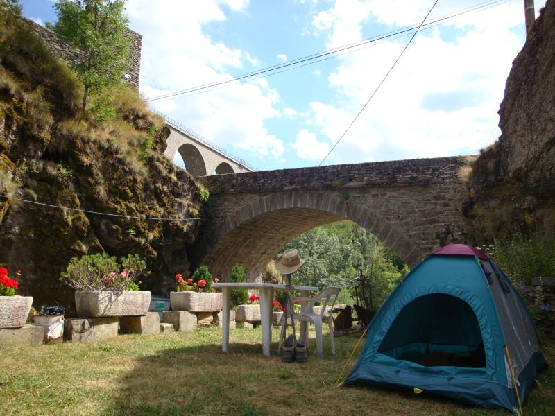 kamperen in de tuin van Gîte d\'étape