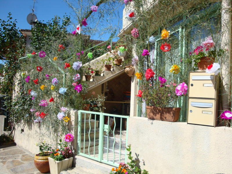 (nep)bloemen in een tuintje in Saint Etienne Vallée Francaise
