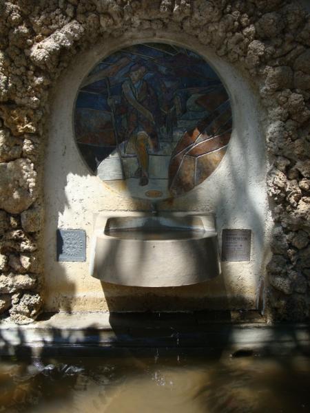 Eindpunt van de GR70. Monument ter ere van Robert Louis Stevenson in Sint Jean du Gard.